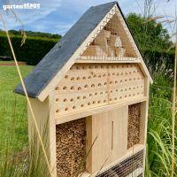 Selbststehendes Insektenhotel mit Schieferdach