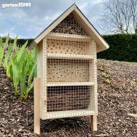 Selbststehendes Bienenhotel mit Schieferdach