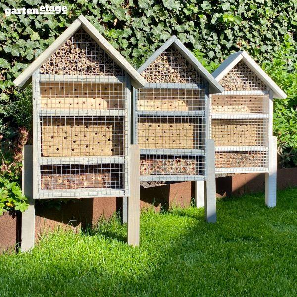 Selbststehendes Bienenhaus lasiert